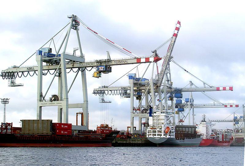 800px-Hamburg_Hafen_Containerterminal